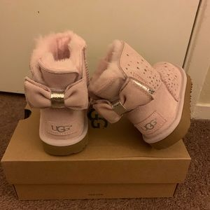 NIB UGG Stargirl Bow Mini Booties / Big kids 5